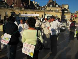 Beekeepers protesting against Cruiser in Dijon