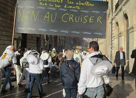 Beekeepers protesting against Cruiser in Paris